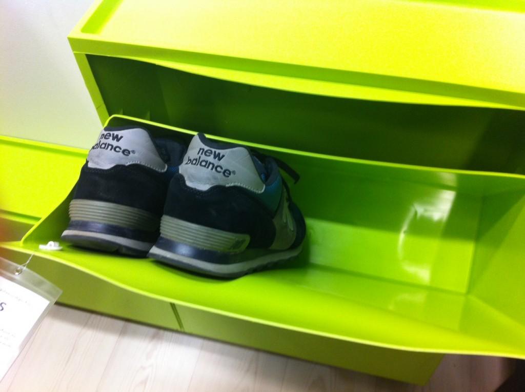 Mis zapatos de la talla 48 5 dentro de un zapatero ikea - Zapatero infantil ikea ...